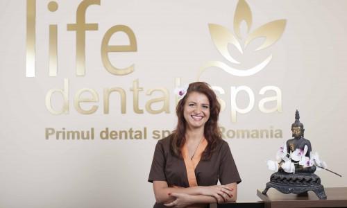 "<h2><a href=""http://tuincentru.ro/in-afaceri-trebuie-sa-pui-si-suflet-nu-doar-bani-dr-cristina-chiper-life-dental-spa/"">In afaceri trebuie sa pui si suflet, nu doar bani. Dr. Cristina Chiper, Life Dental Spa<a href='http://tuincentru.ro/in-afaceri-trebuie-sa-pui-si-suflet-nu-doar-bani-dr-cristina-chiper-life-dental-spa/#comments' class='comments-small'>(0)</a></a></h2>Cristina Chiper este medic dentist, antreprenor, specialist terapii complementare si medicini traditionale orientale, vegetariana de 12 ani, pasionata de dezvoltare personala si deschisa experientelor noi care iti largesc orizonturile. Peste"