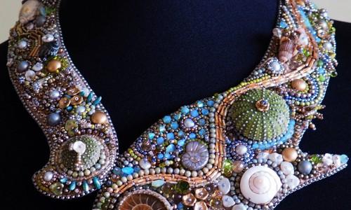 """<h2><a href=""""http://tuincentru.ro/afacerea-prospera-cu-bijuterii-handmade-la-maison-m/"""">Afacerea prospera cu bijuterii handmade – La Maison M<a href='http://tuincentru.ro/afacerea-prospera-cu-bijuterii-handmade-la-maison-m/#comments' class='comments-small'>(0)</a></a></h2>Magda Cosoveanu este inginer de profesie, crede in rigori, in limite si in matematica. Aparent, nicio legatura cu bijuteriile, cu accesoriile si moda asa ca, am rugat-o sa ne povesteasca"""