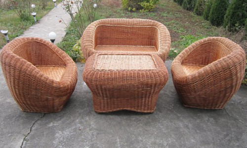 """<h2><a href=""""http://tuincentru.ro/cosuri-de-rachita-o-afacere-impletita-in-jurul-pasiunii-pentru-mobilierul-ecologic/"""">Cosuri de rachita – o afacere impletita in jurul pasiunii pentru mobilierul ecologic<a href='http://tuincentru.ro/cosuri-de-rachita-o-afacere-impletita-in-jurul-pasiunii-pentru-mobilierul-ecologic/#comments' class='comments-small'>(0)</a></a></h2>Povestea unui business inceput din pasiune si continuat in putinul timp liber, care acum are sanse sa devina international:  Sunt Geanina Birsa, inginer de profesie si mi-am infrumusetat mediul profesional rigid"""